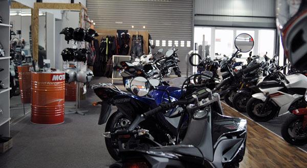 Motorrad Ressler Ausstellungshalle (Teilansicht re.)